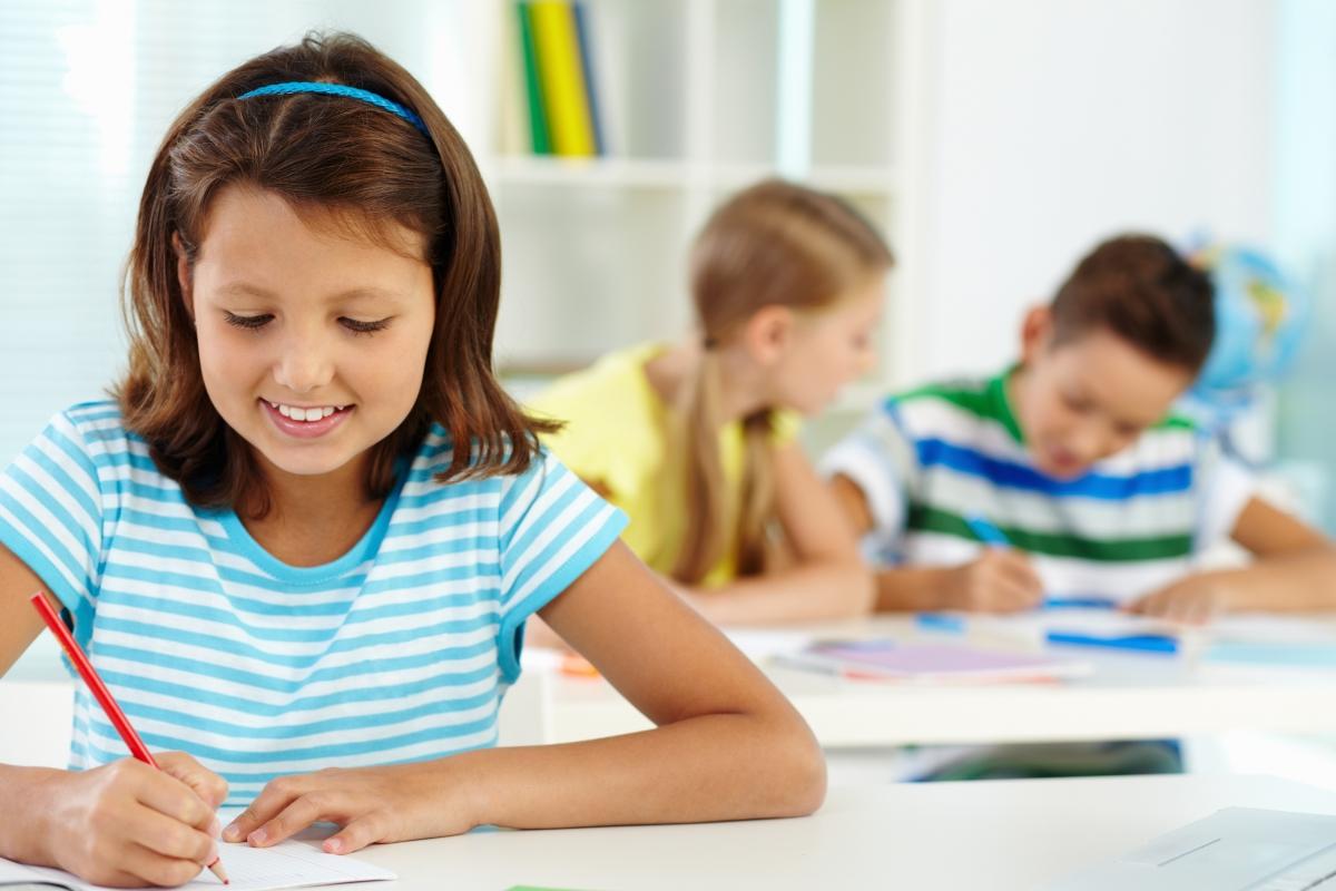 Kan barnet ditt krysse midtlinjen? Hvordan påvirker det læring?